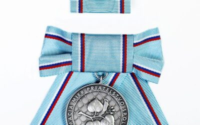 Obverse, ribbon and rosette of the women's version